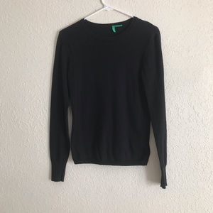 6/$35 UCB black crew neck sweater